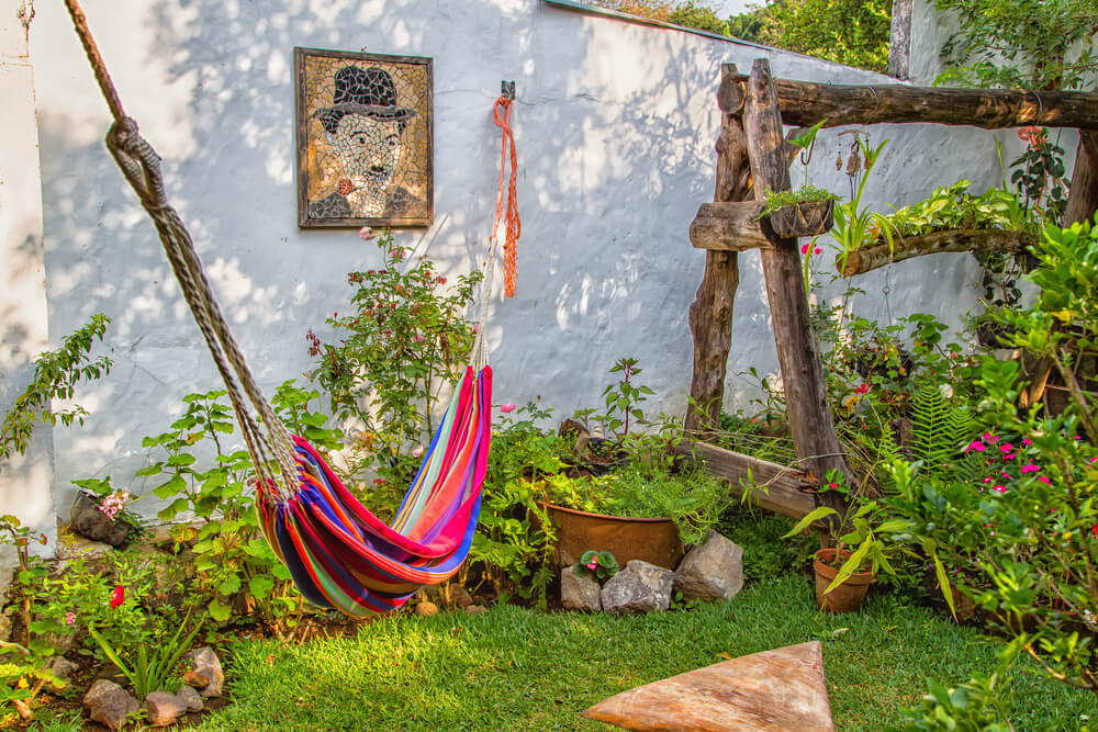 7 ideas de paisajismo para patios laterales
