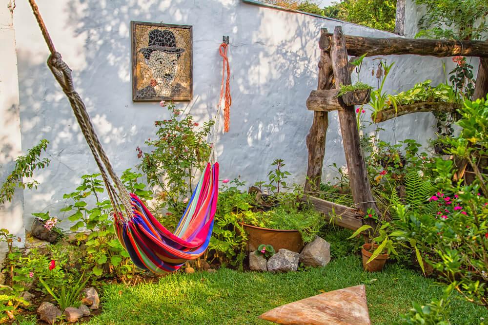 7 ideas de paisajismo para patios laterales