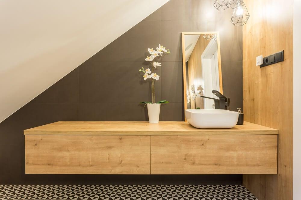 Un cuarto de baño bien organizado