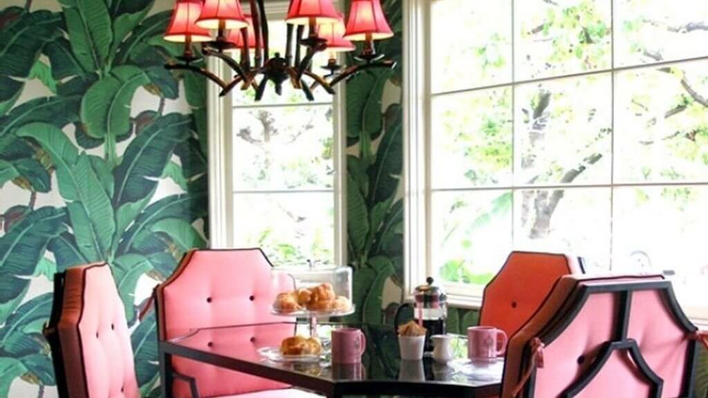 Comedor rosa y verde.