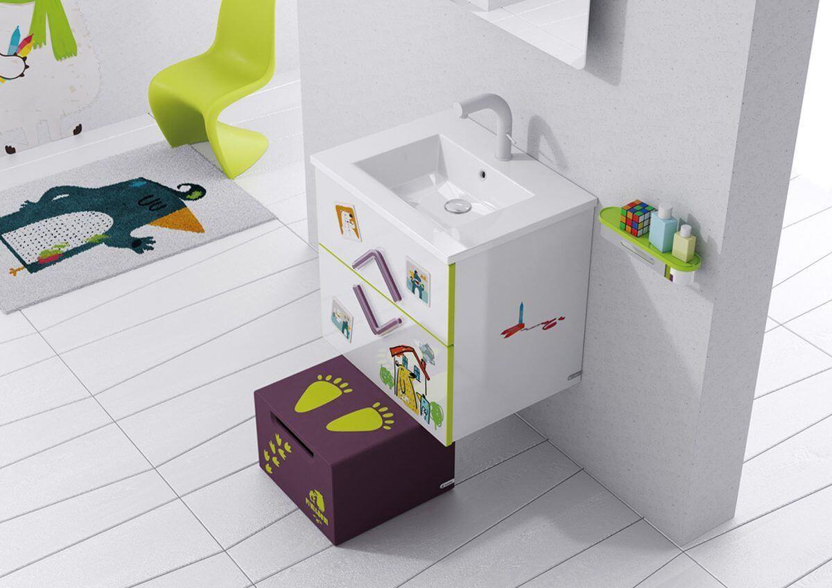 Escalón para el lavabo para niños.