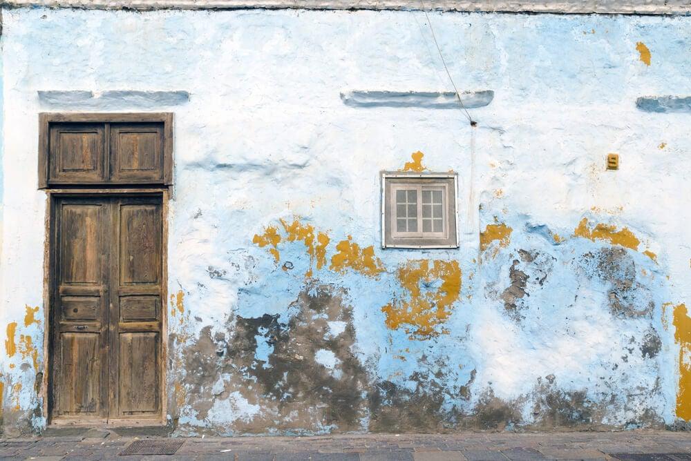 Humedad en las fachadas de casas.