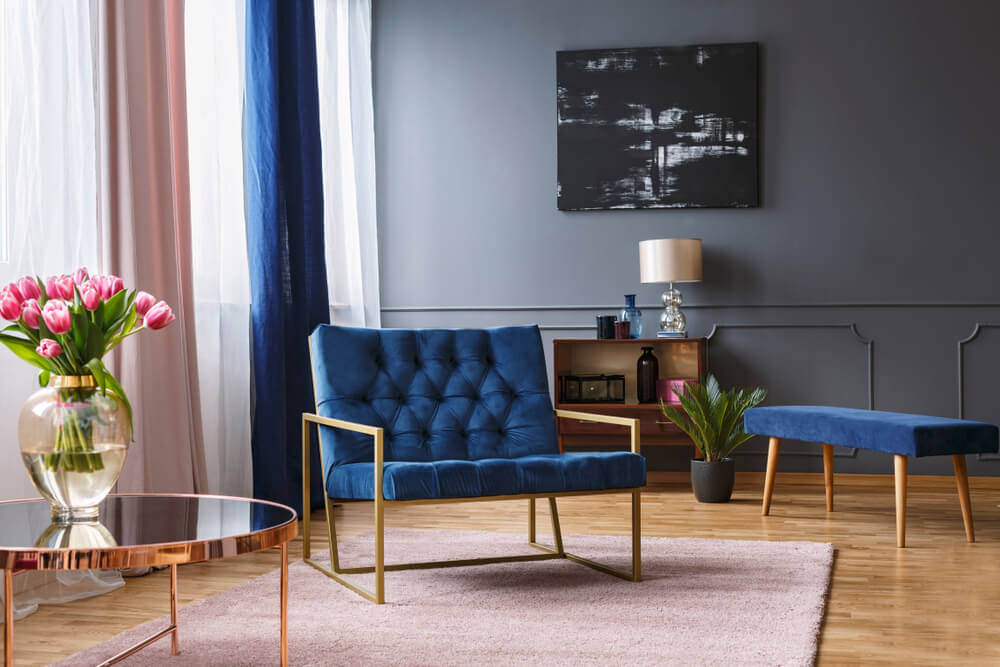 Salón en gris y azul.