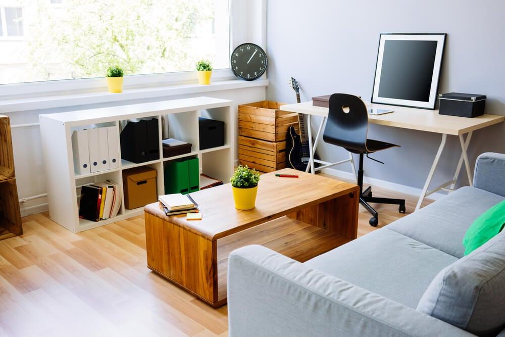 Salón y oficina.