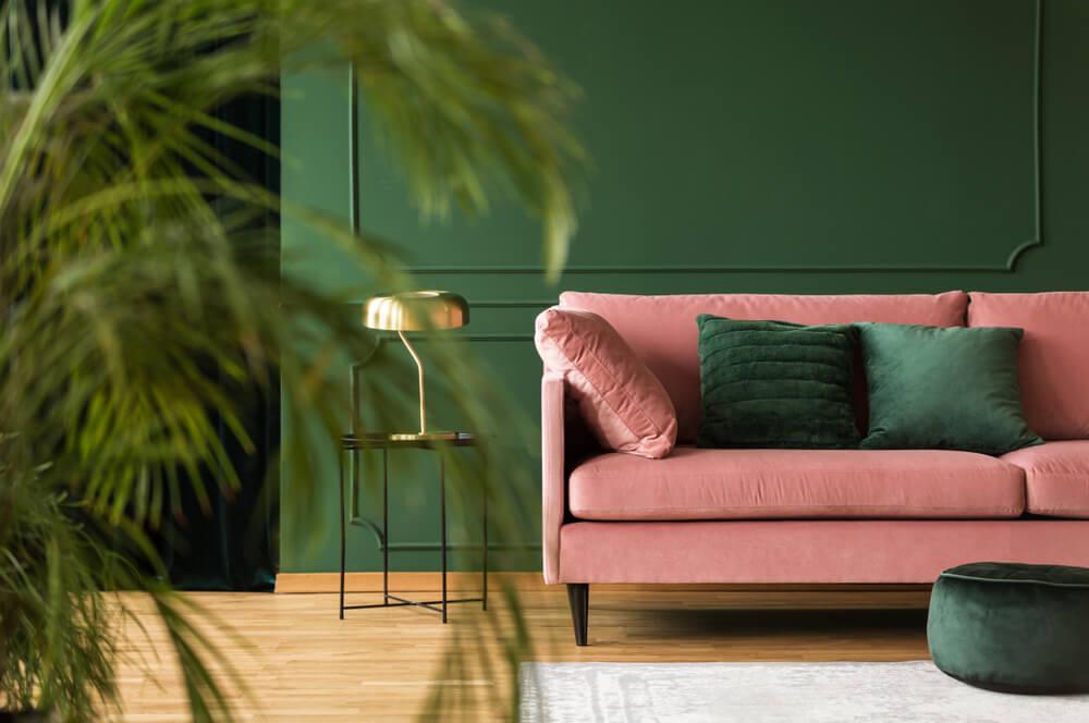 Salones en verde y rosa.