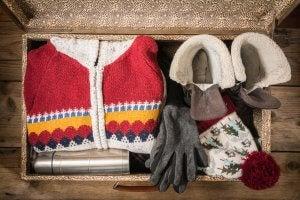Baúl con ropa de invierno.