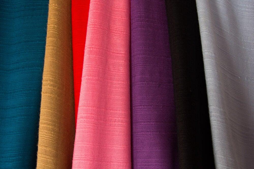 Seda de colores.