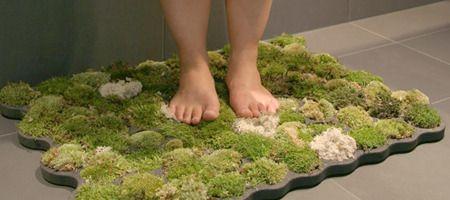 Alfombra de baño hecha con musgo.