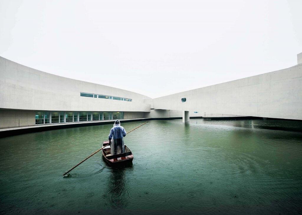 Edificio sobre el agua de Álvaro Siza.