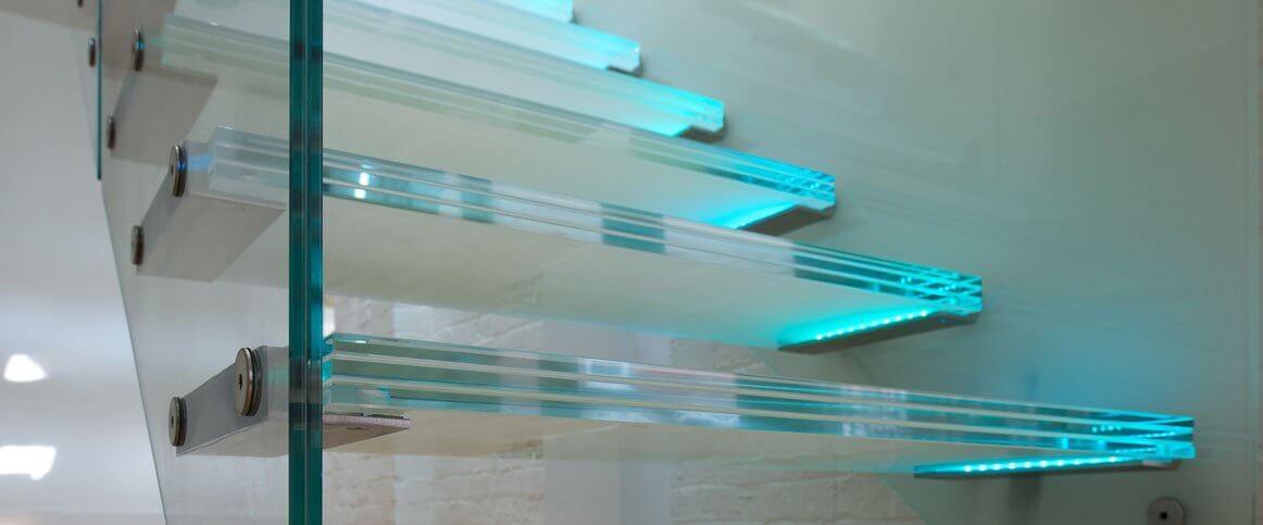 Luces para escalera de vidrio.