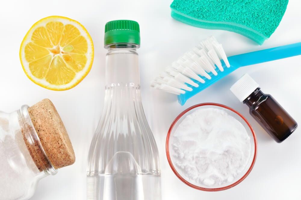 Mezclar productos con el vinagre.