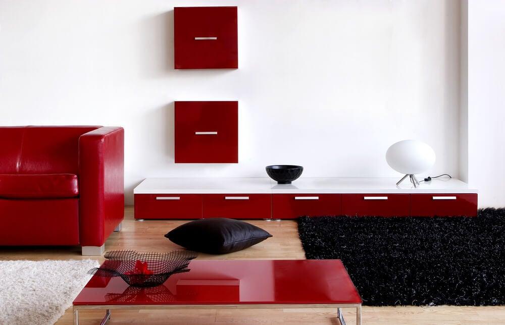 Mobiliario de salón en rojo.