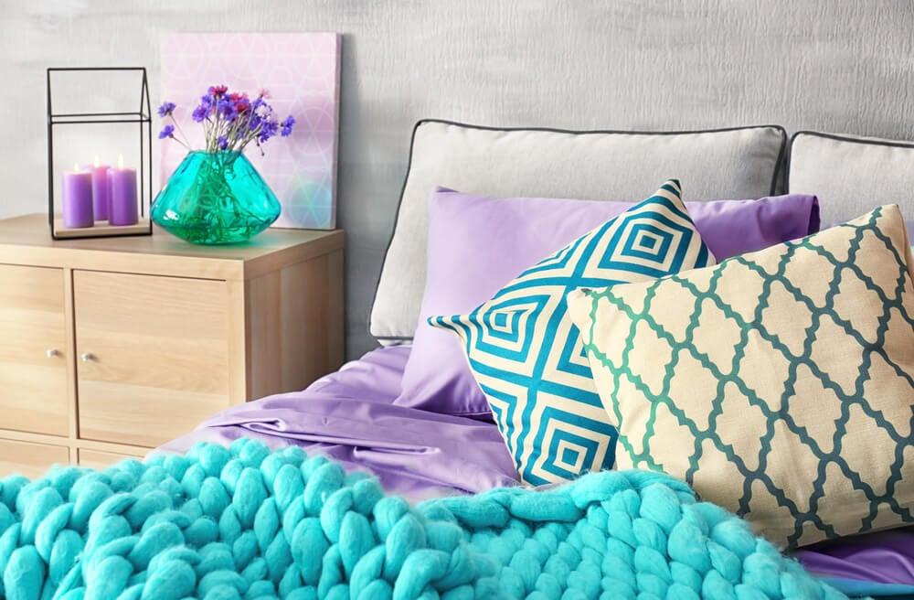 Sábanas de color lila.