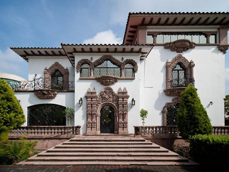 Villa mediterránea neocolonial.