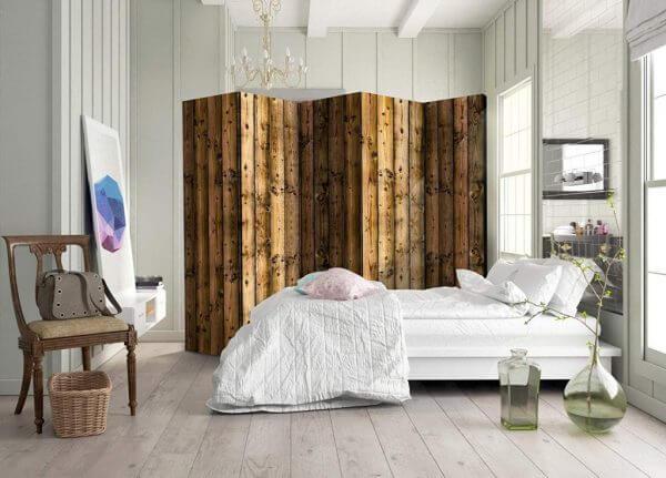 Biombo de madera para dormitorio.