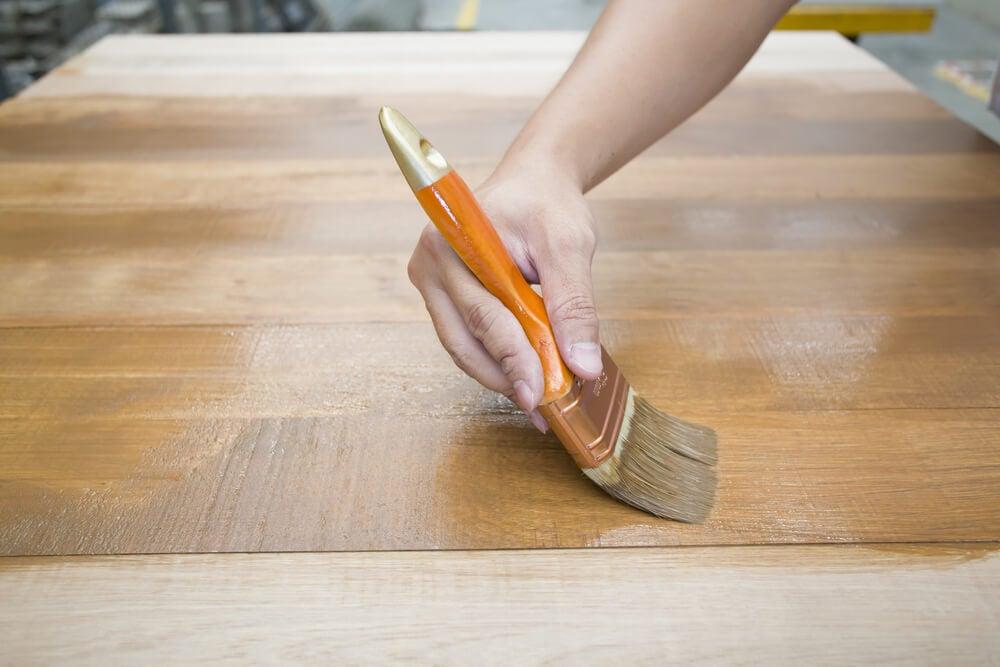 Ingredientes para proteger la madera.