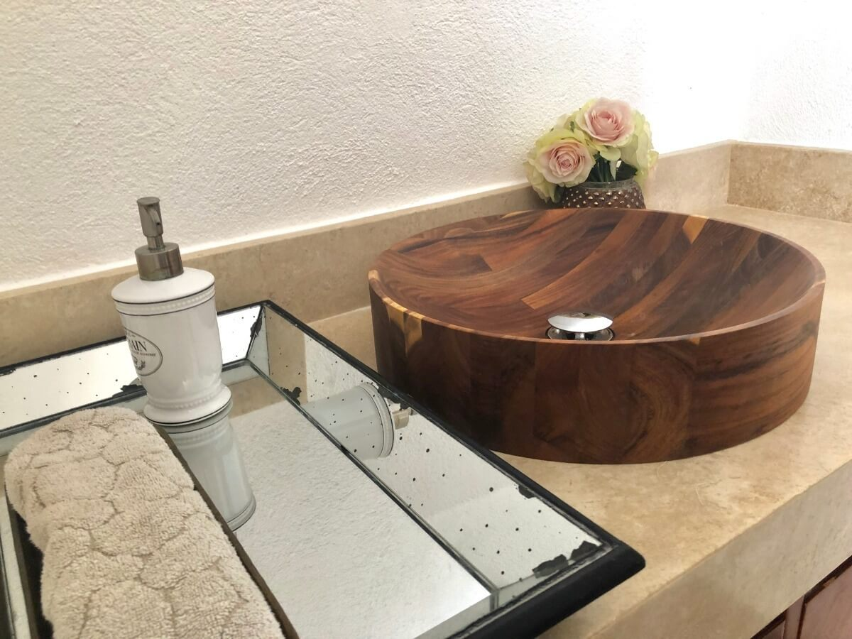 Lavamanos de madera.