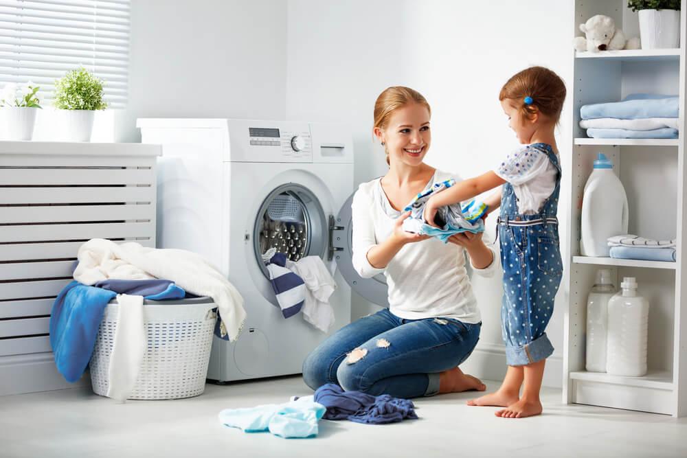 Involucrar a tus hijos en las tareas domésticas.