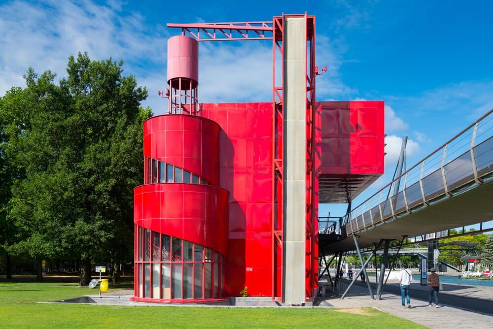 Cubo rojo en La Villette.