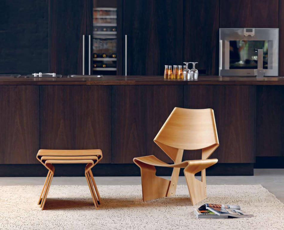 La silla GJ de Grete Jalk en madera contrachapada curva