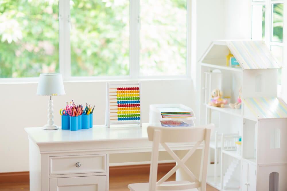 Zona de estudio para habitación infantil.