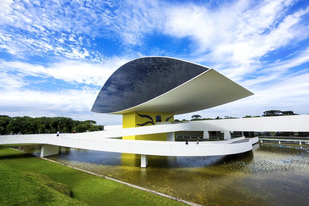 Edificio de Oscar Niemeyer en Brasil.
