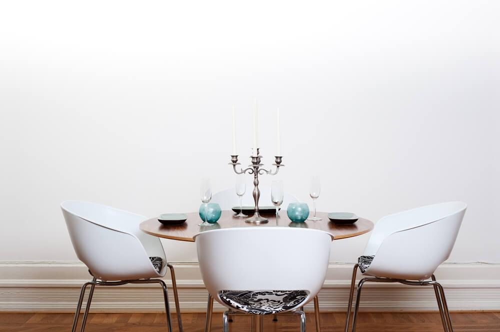 Mesa de comedor redonda.