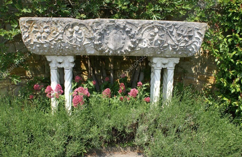 Abrevadero esculpido para jardín.