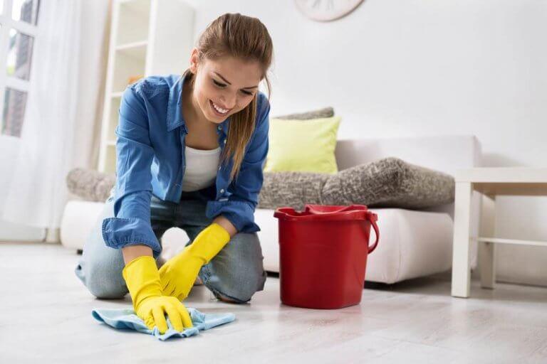 Eliminar las marcas de pisadas en el suelo