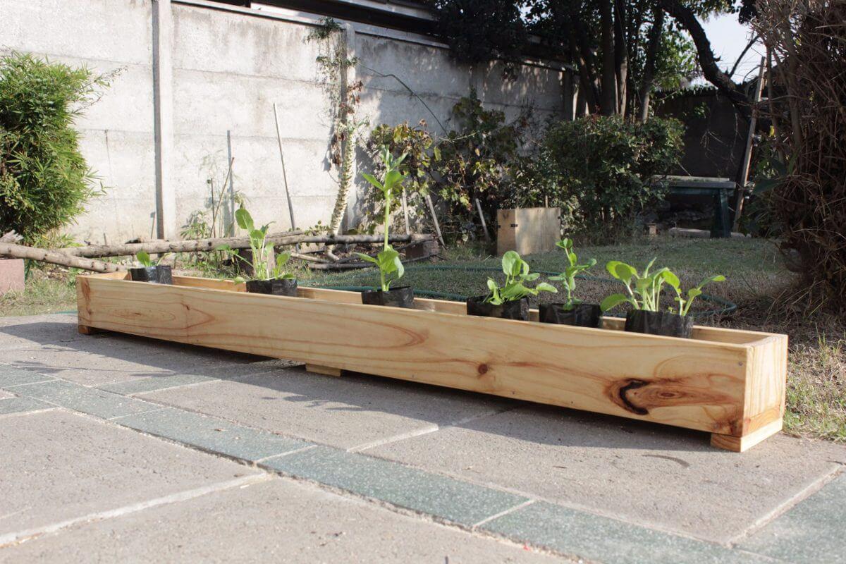 Jardinera de madera.
