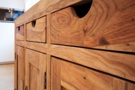 Mobiliario de madera.