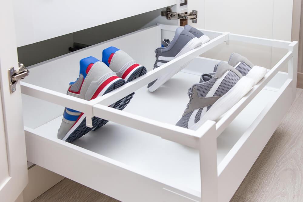 Ordenar los zapatos.