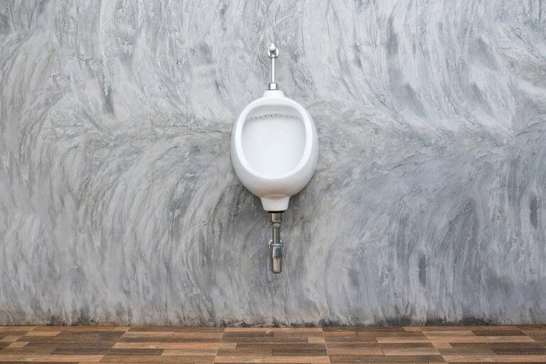 Urinarios modernos para el baño