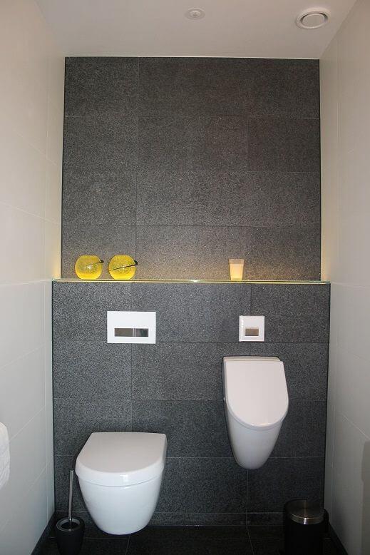 Cómo decorar un baño con un urinario moderno