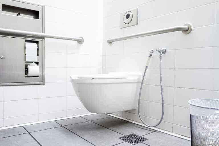 Cómo limpiar el bote sifónico del baño