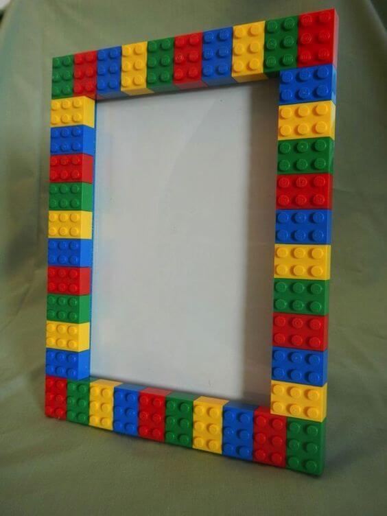 Cómo decorar un marco con juguetes