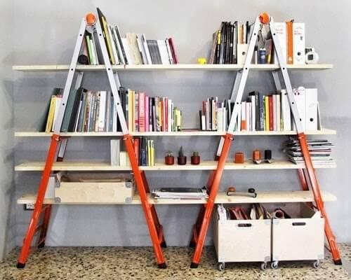 Librero hecho con escaleras