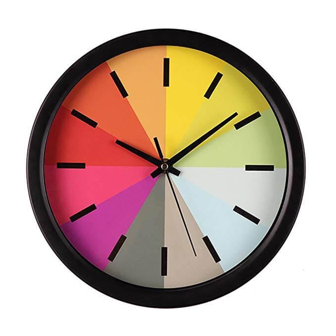 Reloj con los colores del arcoiris