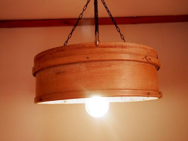 Lámparas hechas con cedazos antiguos