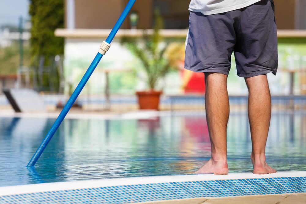 ¿Cómo solucionar los problemas del agua de la piscina?