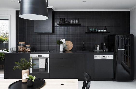 Total black en la cocina