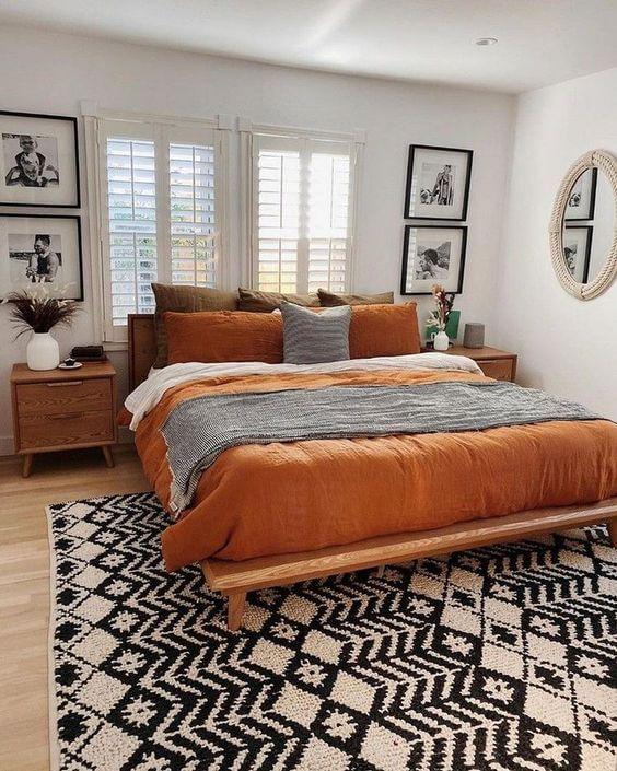 Decoración con naranja y verde en el dormitorio
