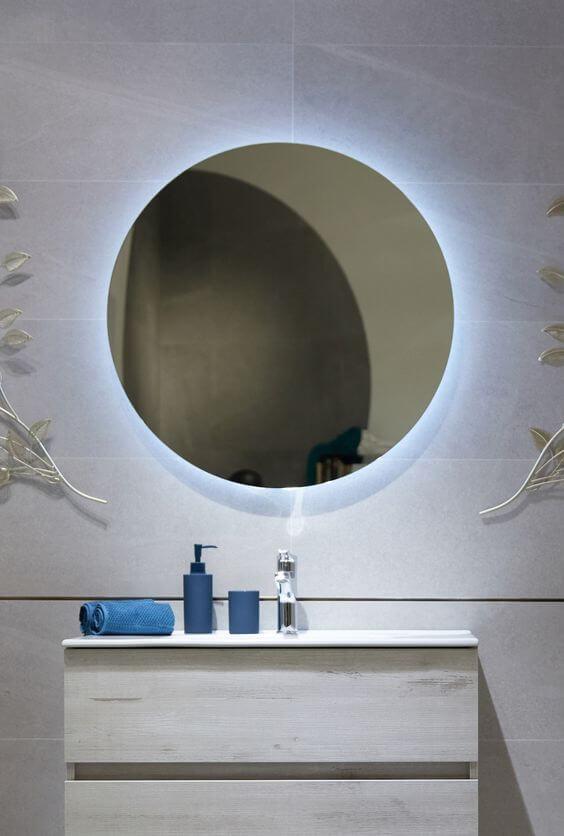 Luz retráctil en el baño
