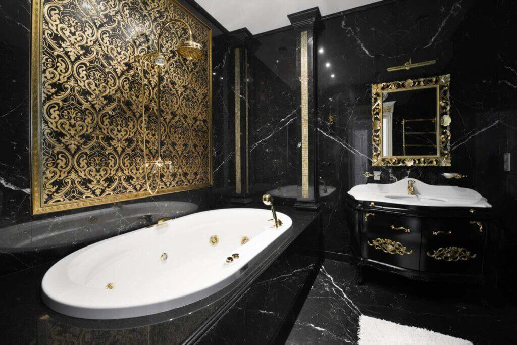 Baños hechos con mármol negro