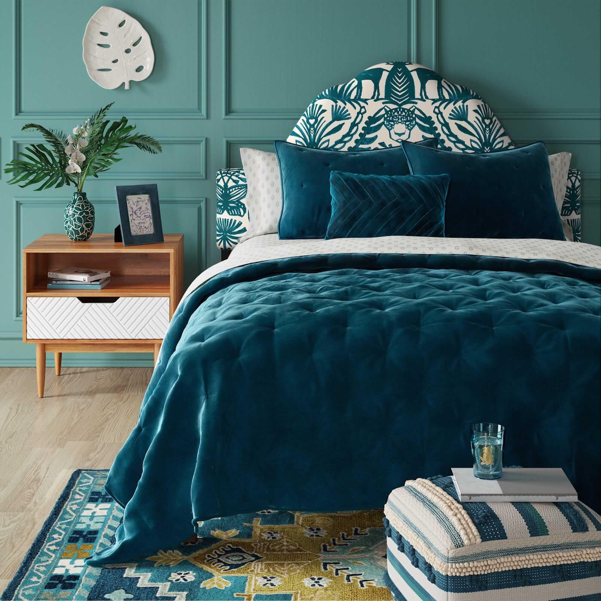 Dormitorio en color azul esmeralda