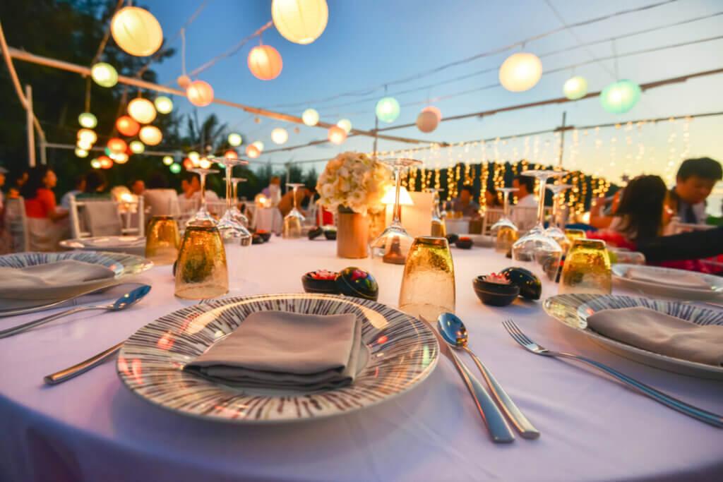 5 formas de presentar la mesa en una comida elegante