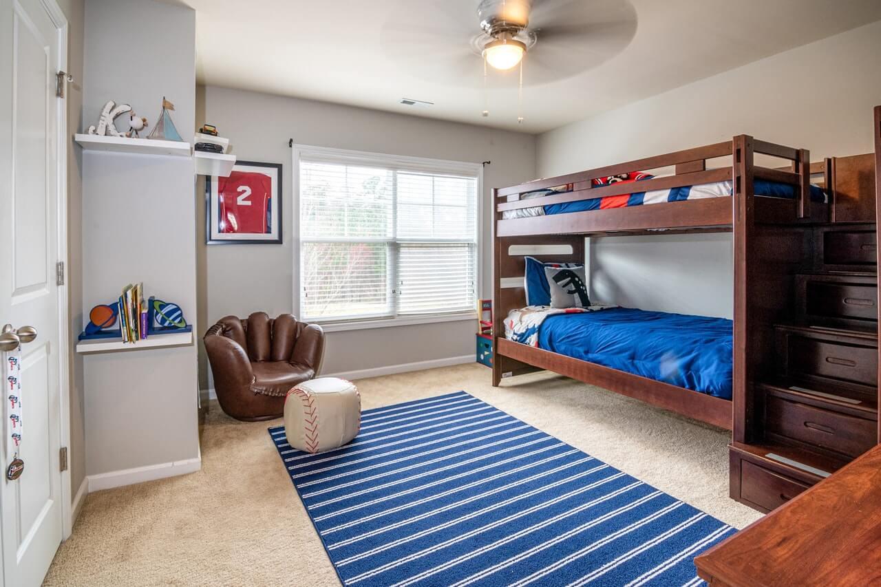 ¿Es bueno compartir habitación entre hermanos?