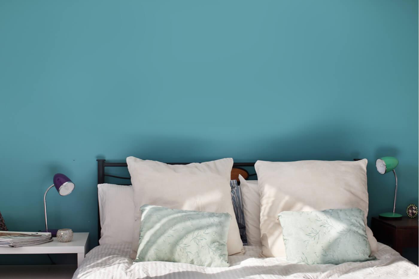 La aplicación del azul verdoso en los interiores