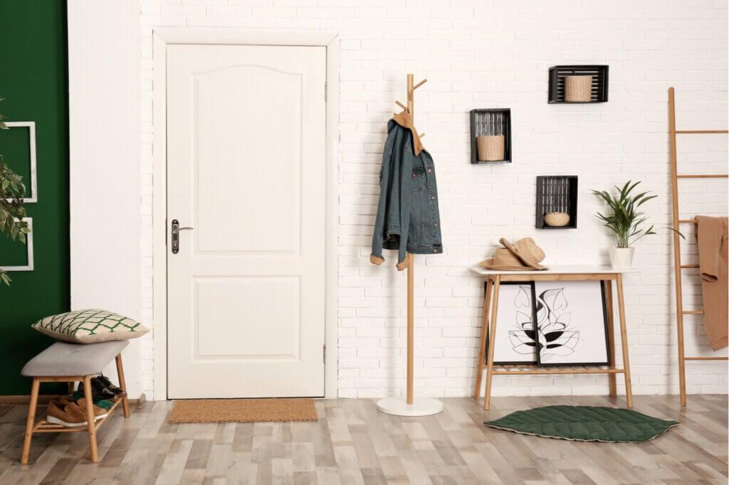 5 tipos de percheros verticales de pared