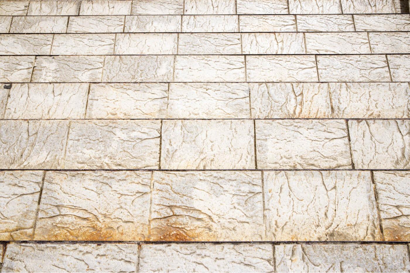Rough ceramic for rustic-style floors